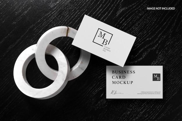 Maquete de cartão de visita em madeira preta