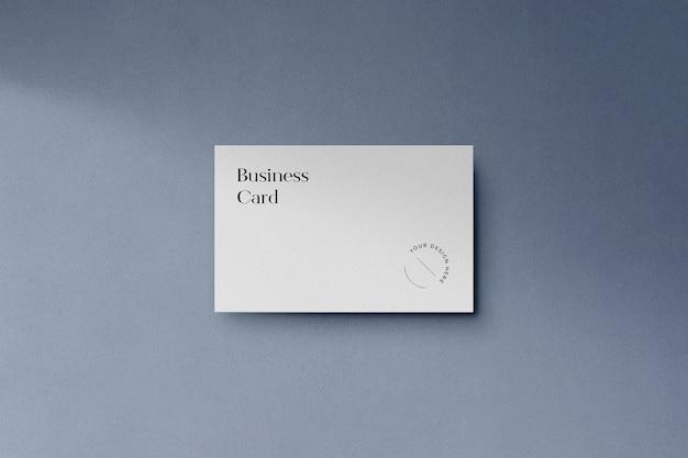 Maquete de cartão de visita leve com sobreposição de sombra