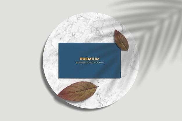 Maquete de cartão de visita moderno com efeito tipográfico
