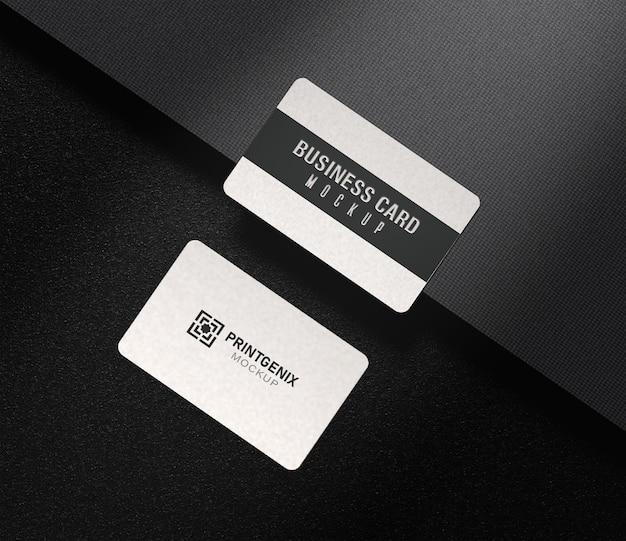 Maquete de cartão de visita moderno com vista isométrica e fundo escuro