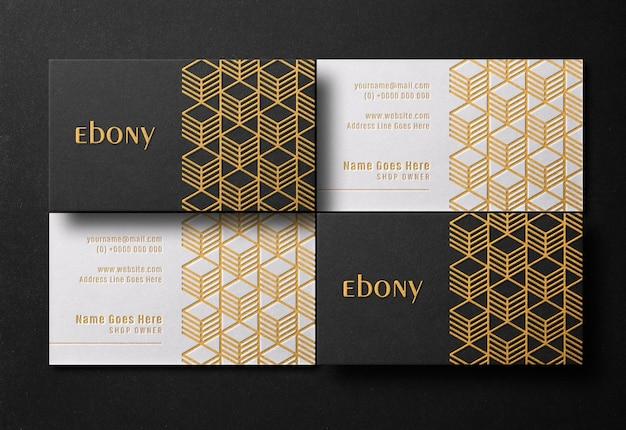Maquete de cartão de visita moderno e de luxo com tipografia ouro e efeito de gravação