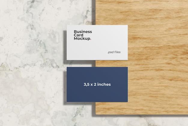 Maquete de cartão de visita na madeira de vidoeiro