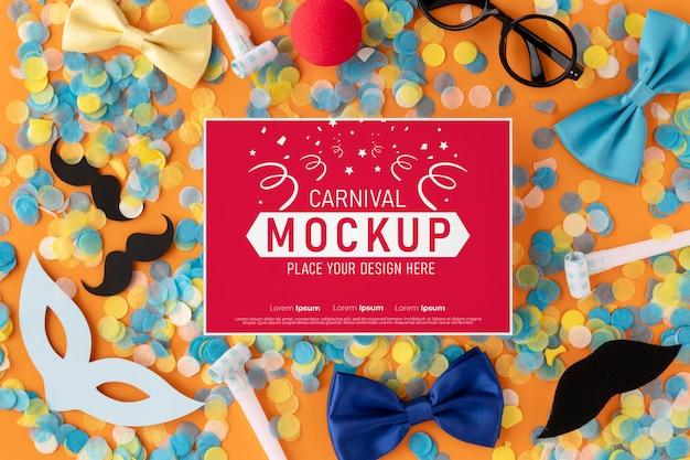 Maquete de cartão de vista superior com acessórios de carnaval