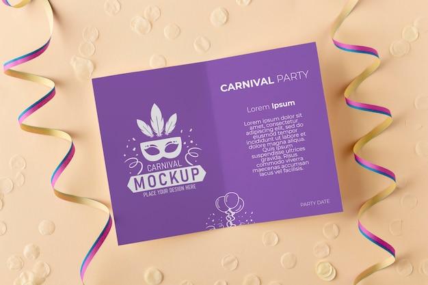 Maquete de cartão de vista superior com confete