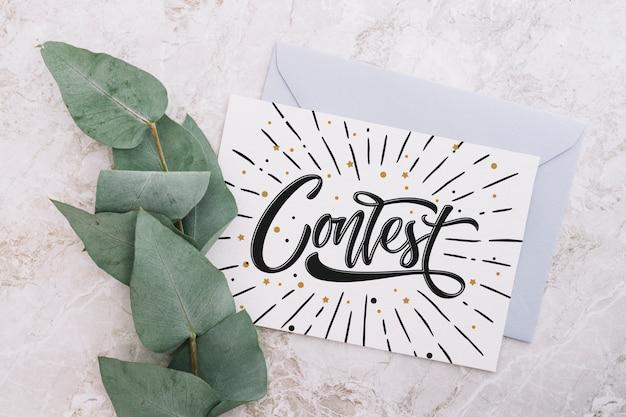 Maquete de cartão e envelope com o conceito de natureza