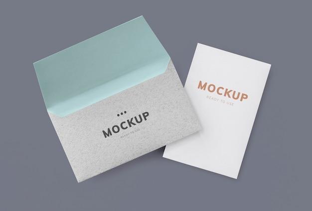 Maquete de cartão e envelope