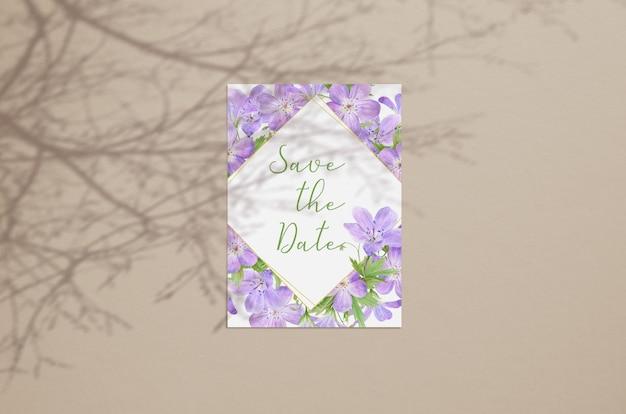 Maquete de cartão em branco de verão isolado em bege