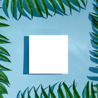 Maquete de cartão em branco vazio branco com sombras florais