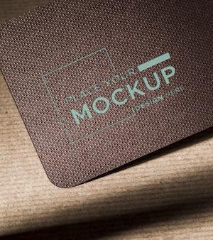 Maquete de cartão escuro de identidade de marca