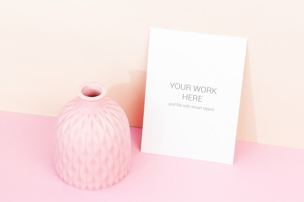 Maquete de cartão na parede