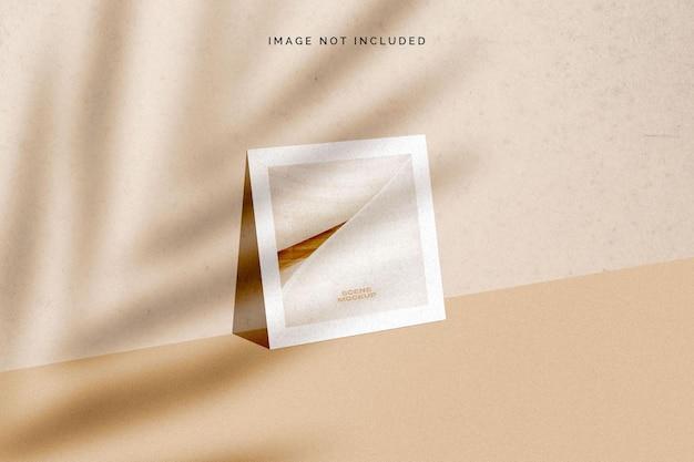 Maquete de cartão quadrada com sobreposição de sombra