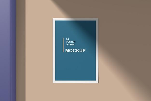 Maquete de cartaz / panfleto a4 na parede