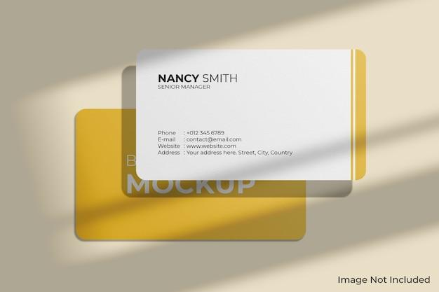 Maquete de cartões de visita com cantos arredondados e sombra