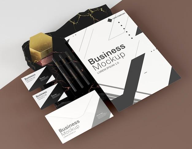 Maquete de cartões de visita e outros itens de papelaria
