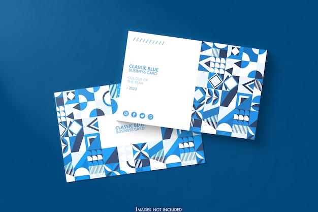 Maquete de cartões de visita em fundo azul suave