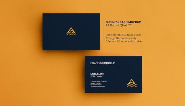 Maquete de cartões de visita em um fundo amarelo