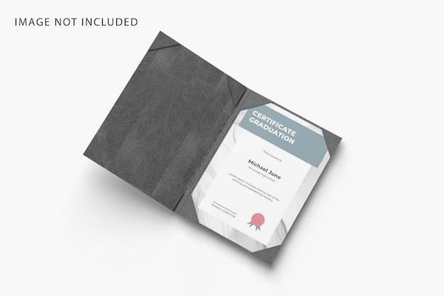 Maquete de certificado com pasta de couro vista em ângulo esquerdo