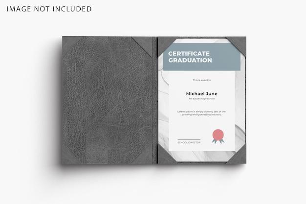 Maquete de certificado com pasta de couro