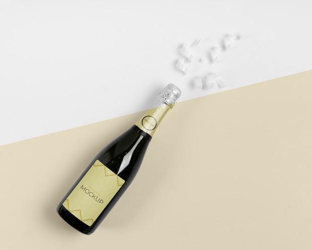 Maquete de champanhe com fitas brancas de vista superior