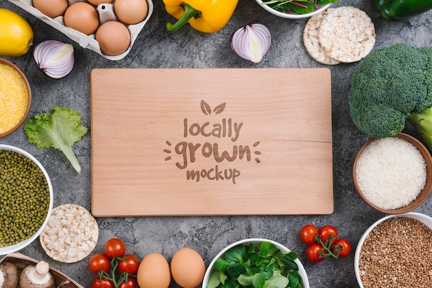 Maquete de comida vegana cultivada localmente
