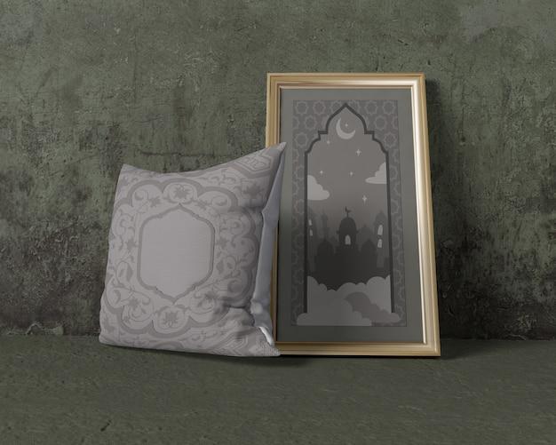 Maquete de composição de ramadã com travesseiro e moldura