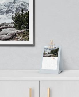 Maquete de conceito de calendário de papelão