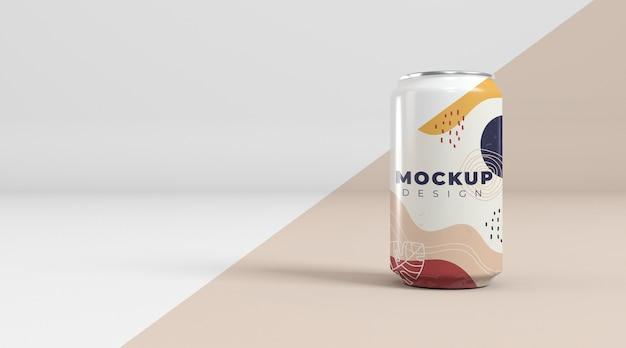 Maquete de conceito de embalagem de lata abstrata