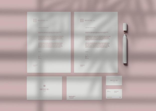 Maquete de conjunto de papelaria de escritório