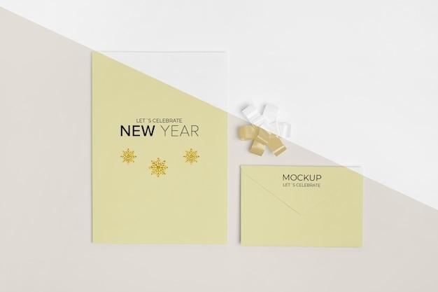 Maquete de convite de ano novo com vista superior da faixa de opções