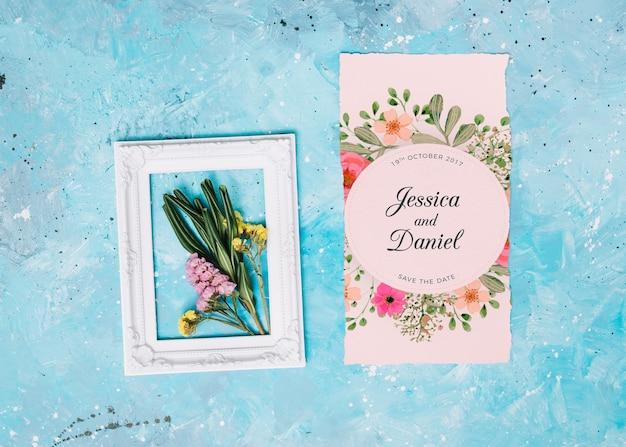 Maquete de convite de casamento com conceito floral