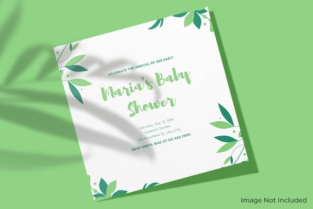 Maquete de convite quadrada elegante com sombra de folha