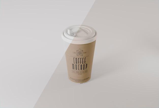 Maquete de copo de café de papel de ângulo alto