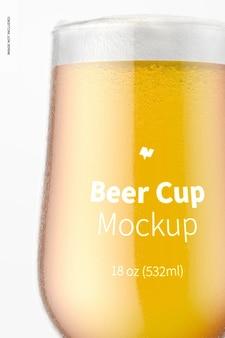 Maquete de copo de cerveja de vidro de 18 onças, close-up
