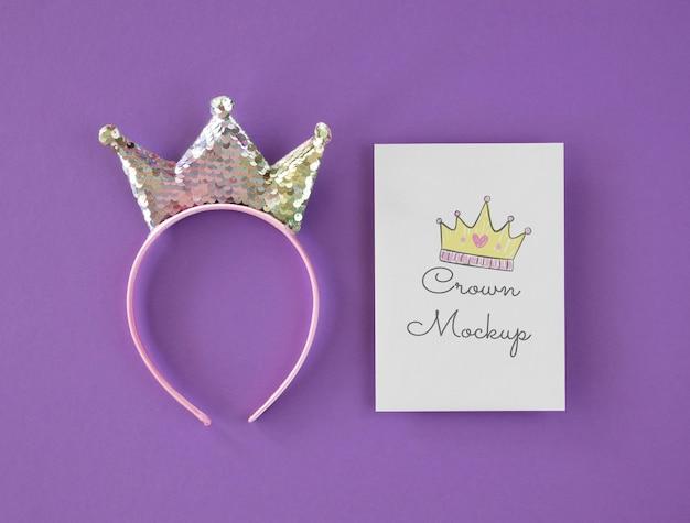 Maquete de coroa de vista superior no cartão