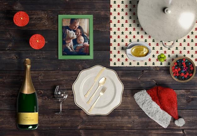 Maquete de criador de cena de natal na mesa de madeira