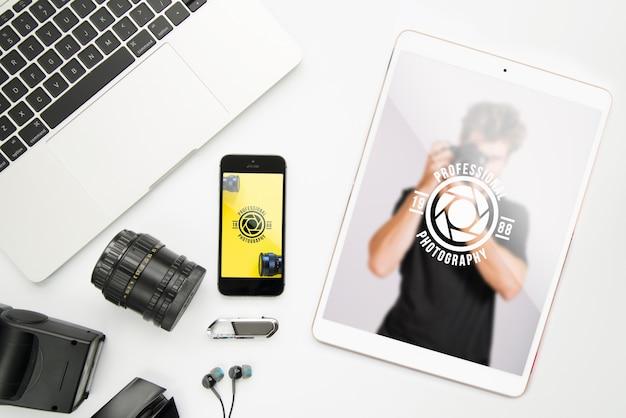 Maquete de dispositivos de tecnologia com conceito de fotografia