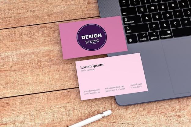 Maquete de dois cartões de visita de papel