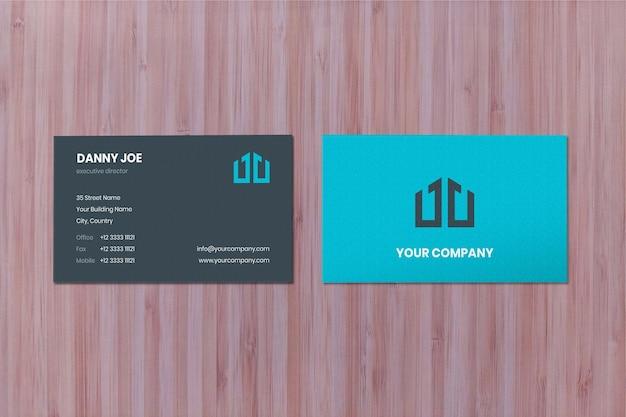 Maquete de dois cartões de visita de superfície de madeira fina