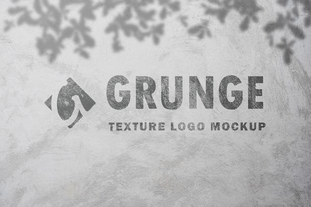 Maquete de efeito de texto grunge com tinta spray na textura de concreto velha