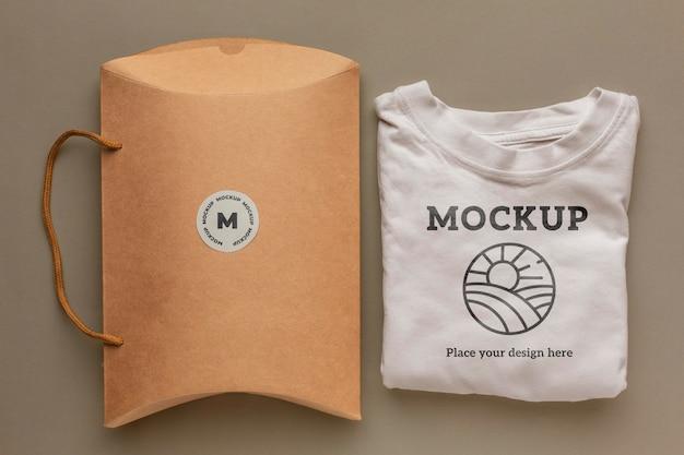 Maquete de embalagem de camiseta ecológica