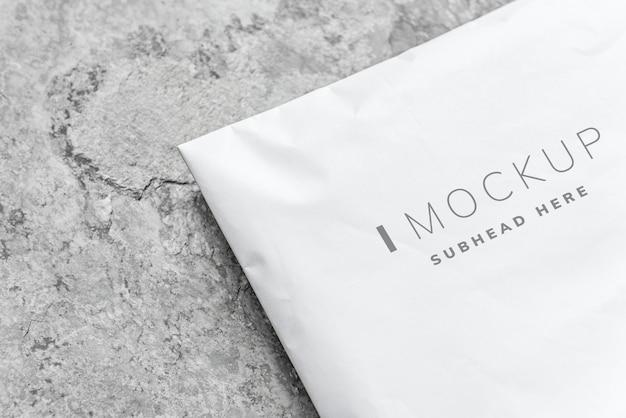 Maquete de embalagem de envelope de plástico branco