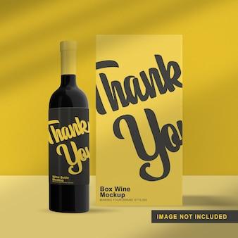 Maquete de embalagem de garrafa de vinho isolada com caixa