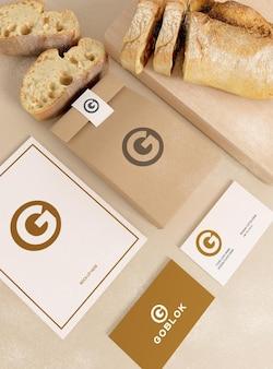 Maquete de embalagem de pão com cartão de visita