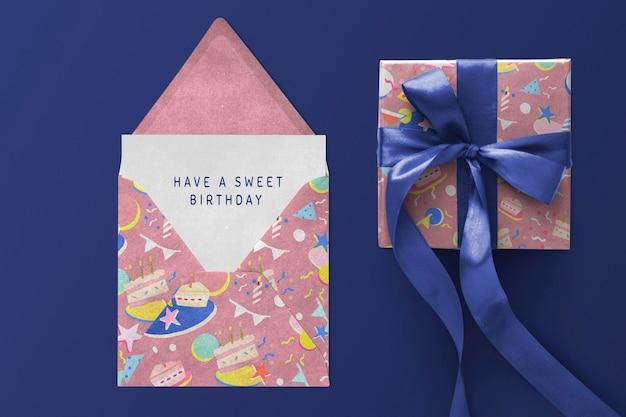 Maquete de embalagem de presente psd para aniversário