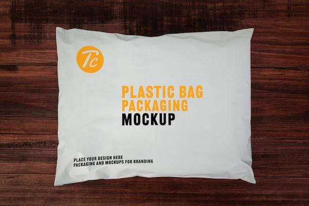 Maquete de embalagem de saco de plástico branco em branco para seu projeto