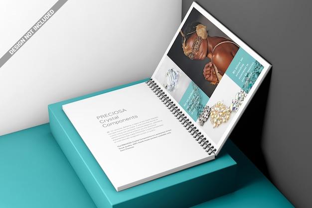 Maquete de encadernação de livro de bobina de plástico aberto