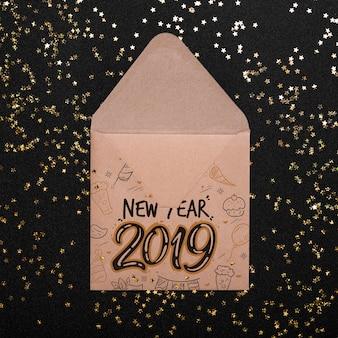 Maquete de envelope com o conceito de ano novo