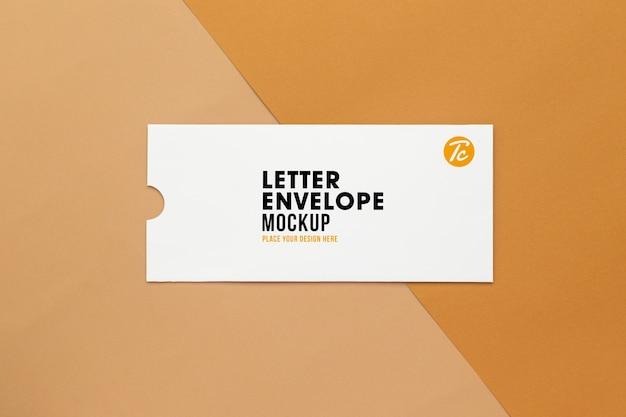 Maquete de envelope de carta em branco