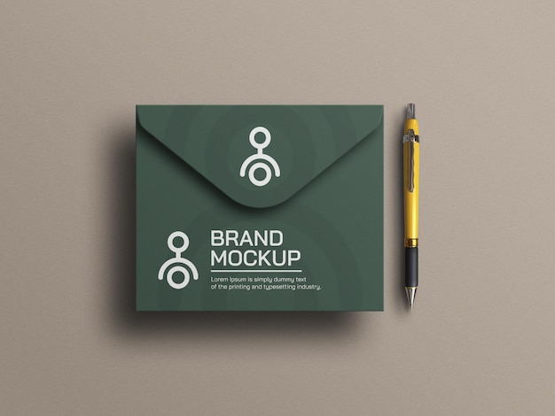 Maquete de envelope elegante com caneta