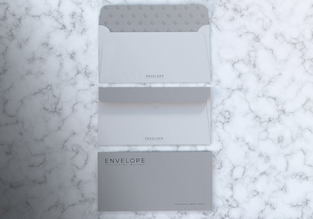 Maquete de envelope monarca realista 3d com fundo de textura de mármore Psd Premium